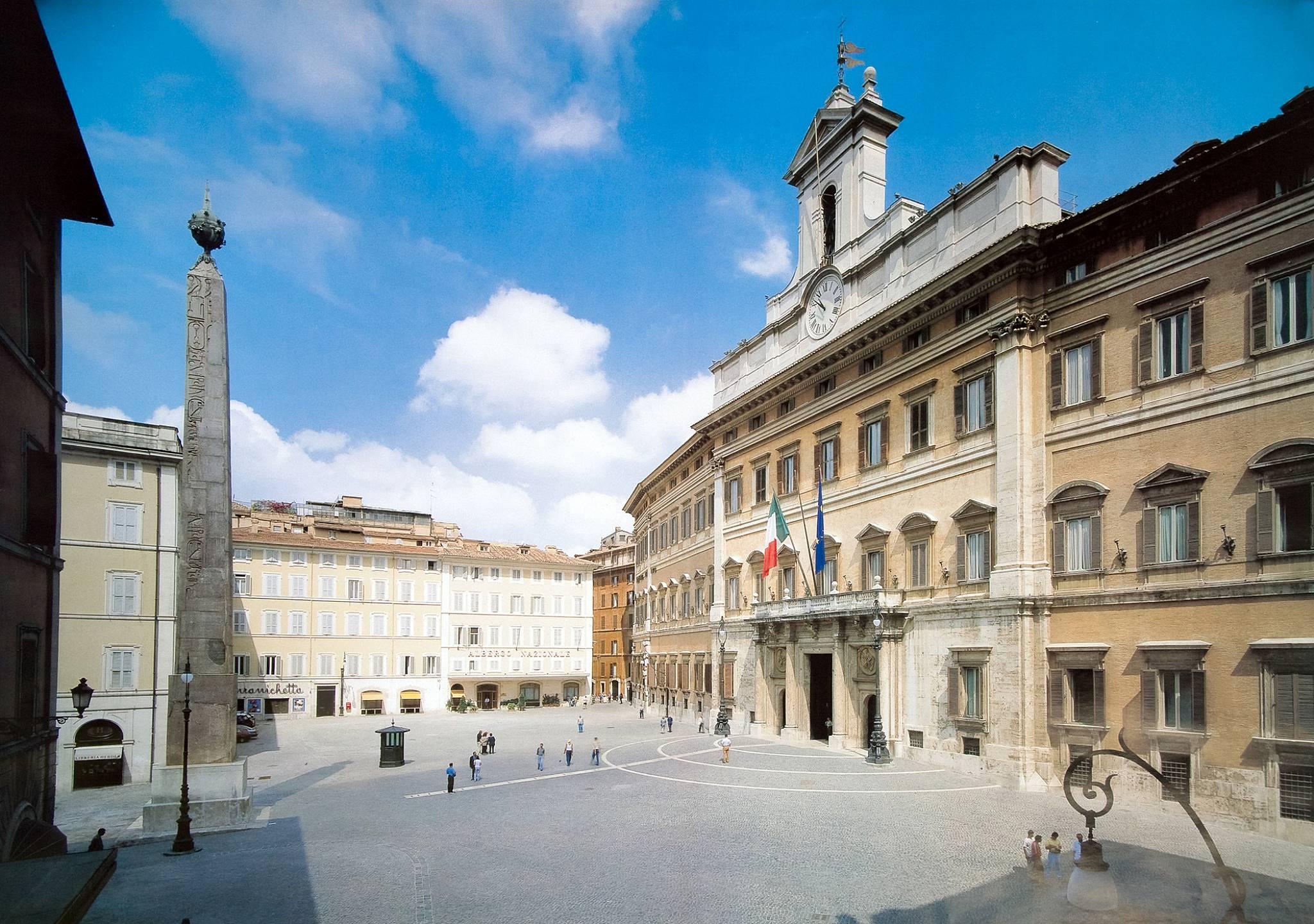 vista piazza palazzo montecitorio